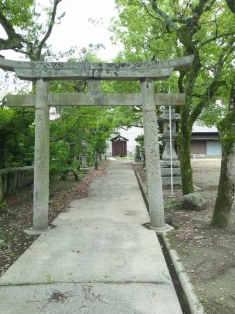 ちょっと寂れすぎじゃない? 廃墟に近いかも。沼田神社に行ってきました。駐車場あり