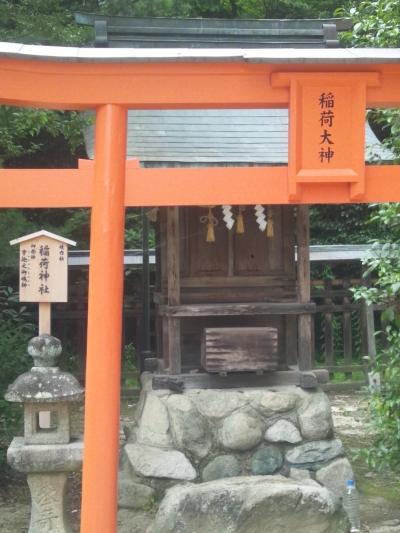 朱色の赤が眼に鮮やかすぎるぞ。速谷神社の稲荷神社
