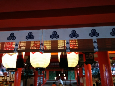 厳島神社の神紋は出雲大社の二重亀甲に剣花角を三つ(安芸の宮島)